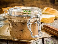 Домашен телешки пастет от телешко месо и черен дроб в бурканчета за зимата